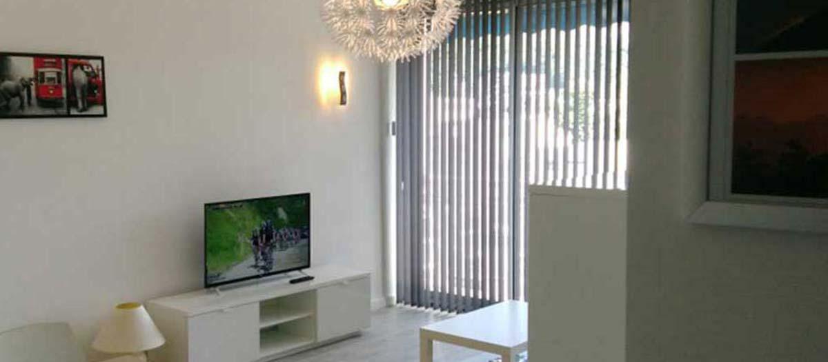 TV écran plat, multimedia, internet wifi fibre optique
